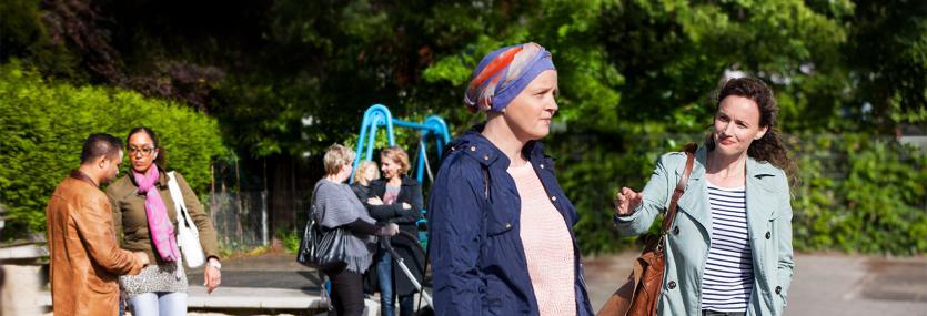 Moeder op het schoolplein