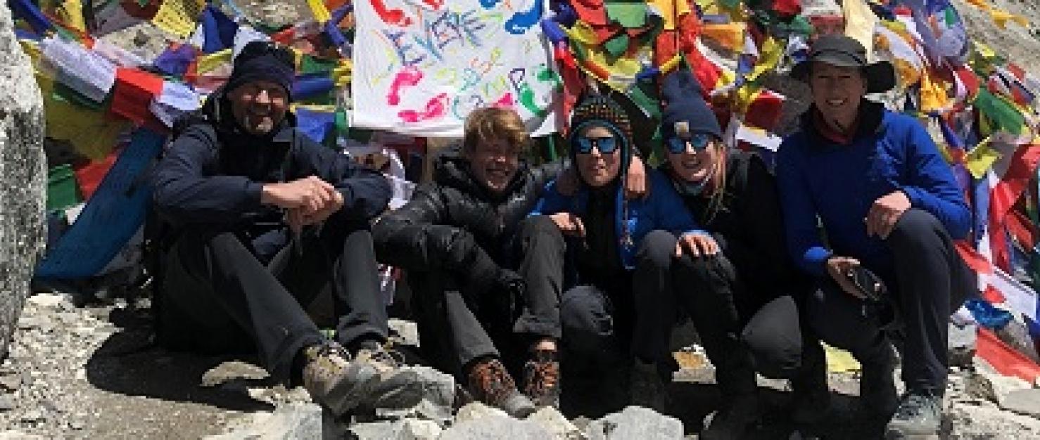 Arnaud Vincent en zijn gezin op de Mount Everest.