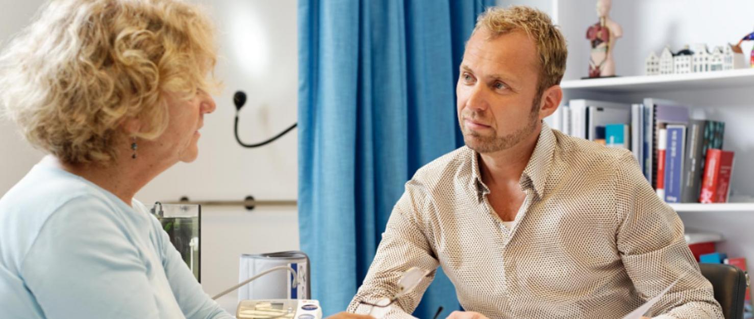 Arts en patient in gesprek