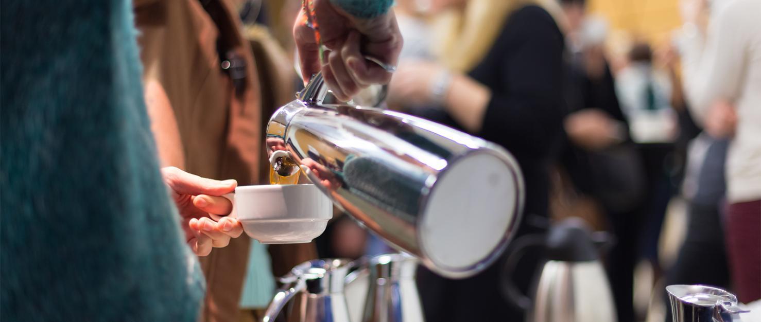 Koffie inschenken op evenement