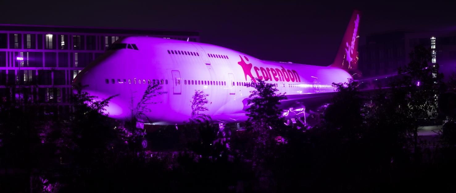 Roze vliegtuig Corendon