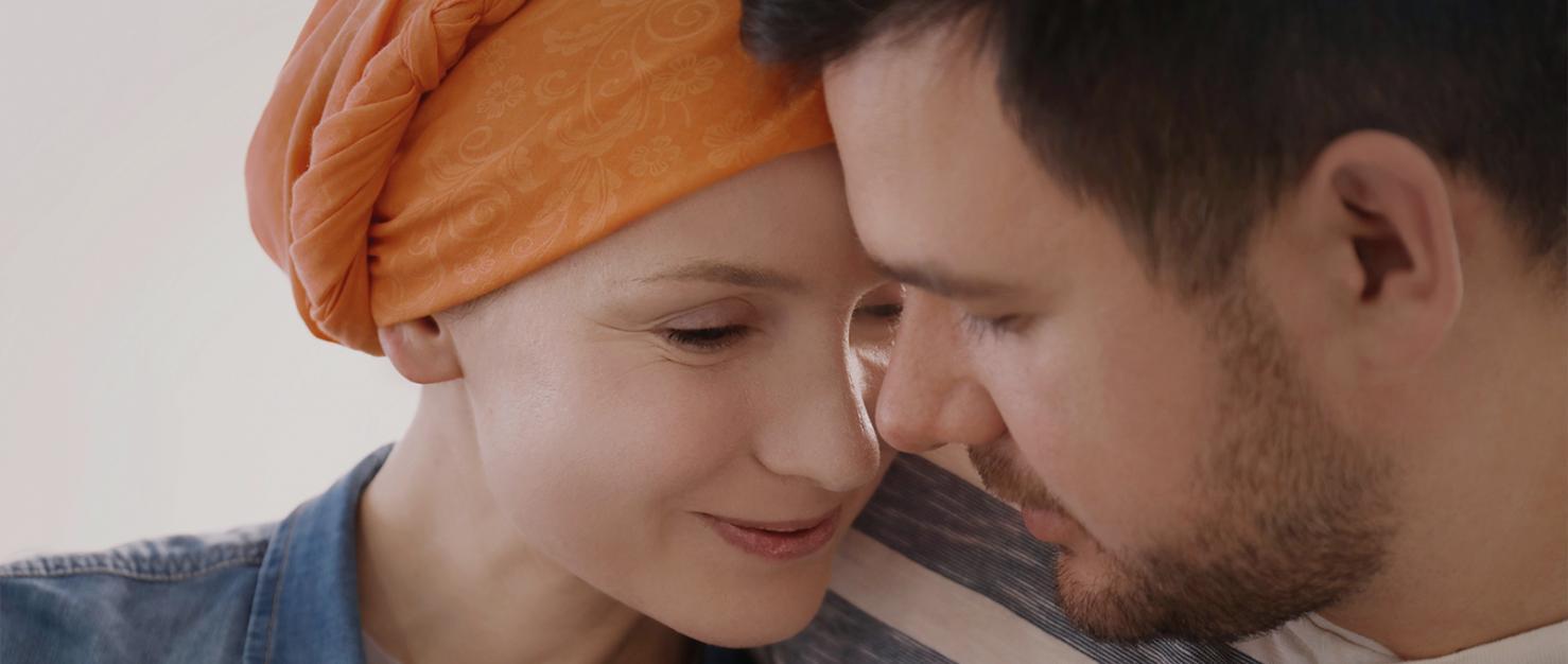 Man en vrouw steunen elkaar